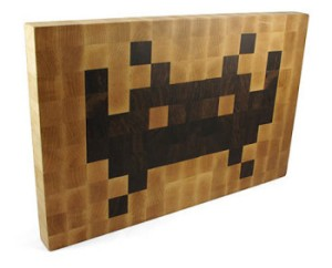 space_invaders_cutting_board2